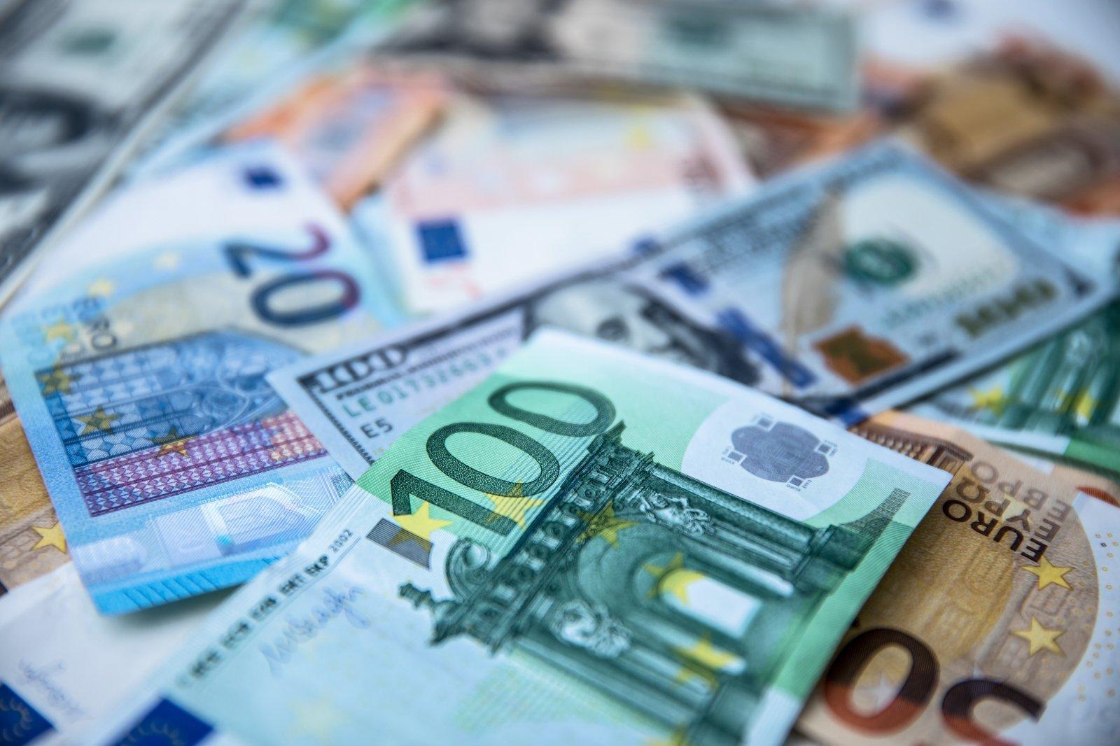 užsidirbti eurų uždirbti ar vertybinių popierių biržoje