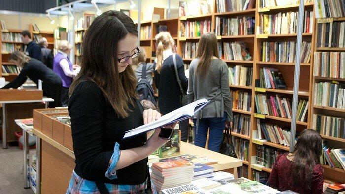 Prekyba grožinės literatūros knygomis skelbimuose Parduodu Perku