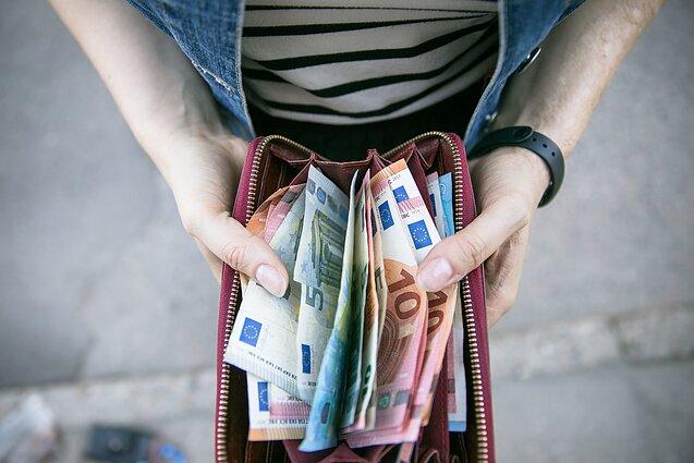 tikimasi, kad vietiniai pinigai bus siunčiami ilgai rane dvejetainis variantas