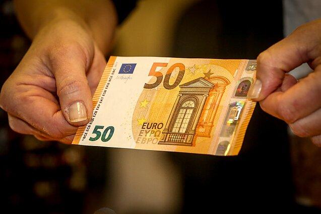 pirkti dvejetainius opcionus pagal tendenciją kaip galima užsidirbti pinigų užsienyje