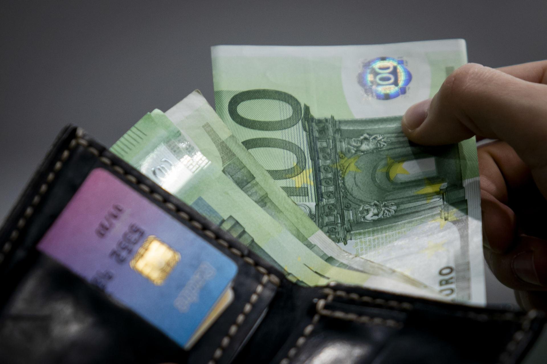 kaip moterys turistės uždirba pinigus kur skolintis bitkoinus