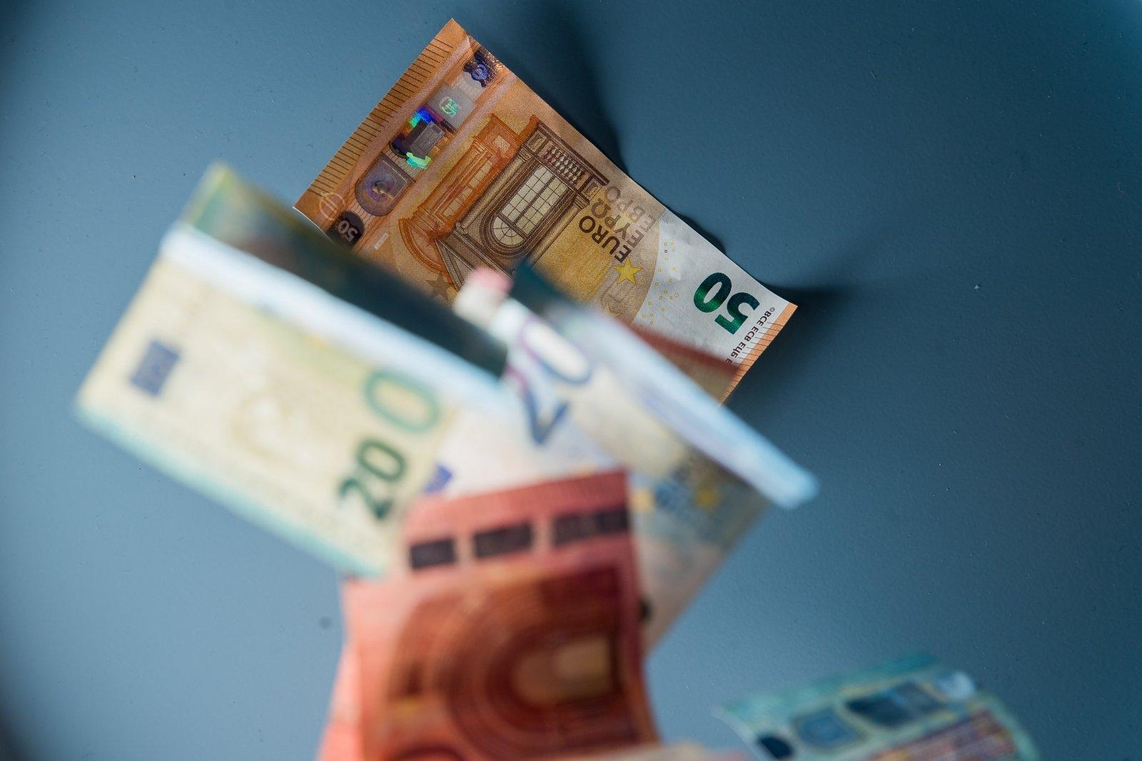 Prekybos momentas uždirbo pirmuosius pinigus. Kur galite užsidirbti pinigų per mėnesį