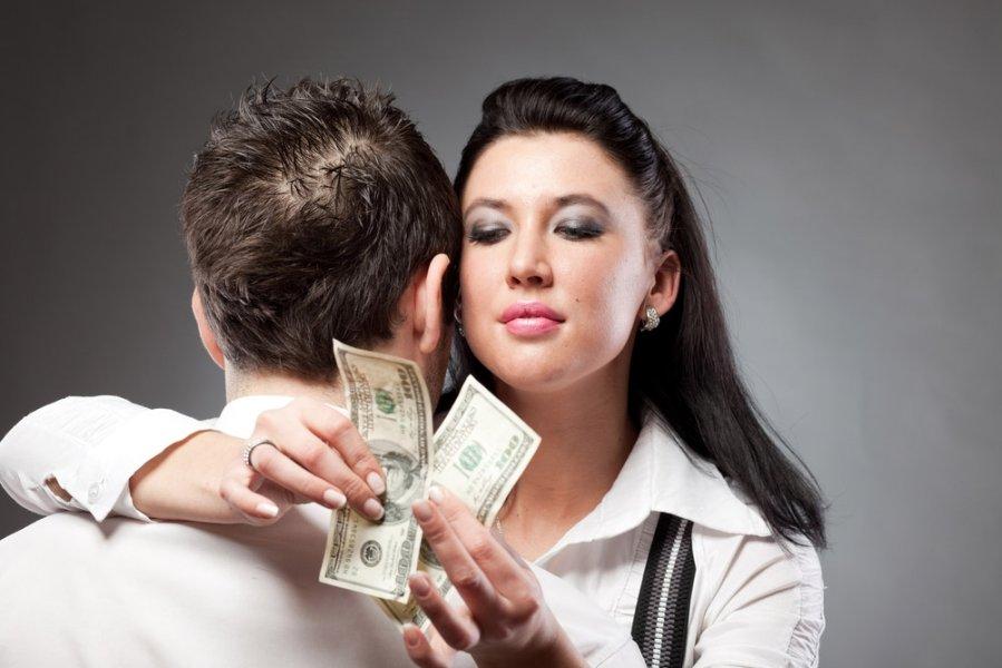 iš ko žmonės uždirba daug pinigų dvejetainiai variantai su prekybininko pasirinkimu