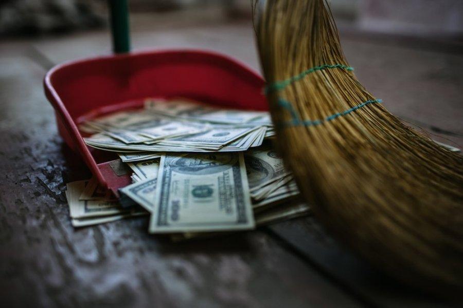 Ką daryti užsidirbant pinigų