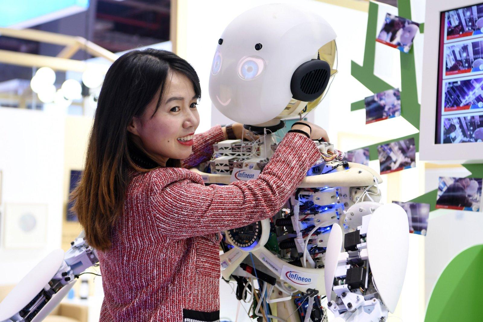 Robotas kopijuoja žmogaus rašyseną (Video) - lgpf.lt