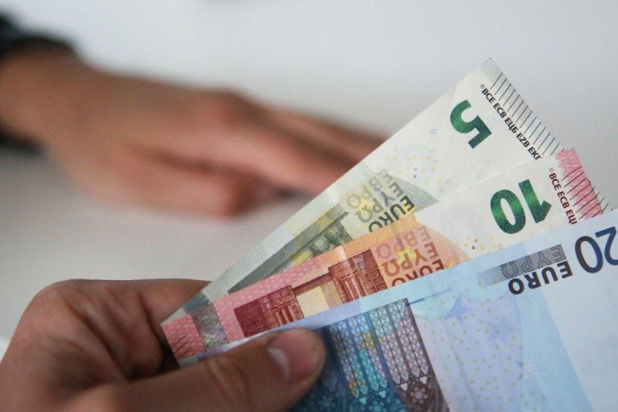 norint užsidirbti pinigų reikia išleisti