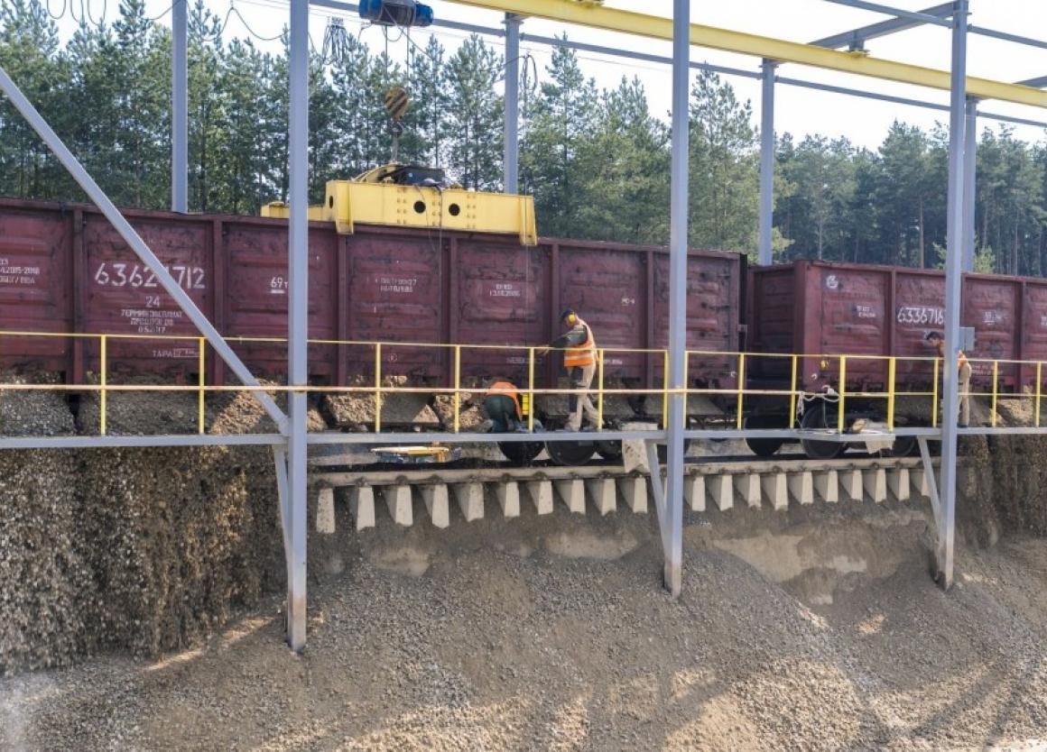 Cisterninis vagonas - skystų krovinių(skysčių) vežimui.
