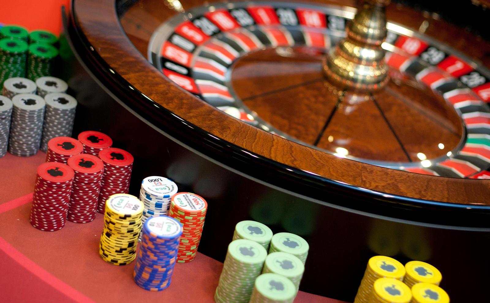 Nepilnamečiams – draudimai lošti azartinius žaidimus